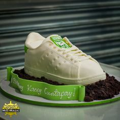 Stan Smith Shoes Cake Stan Smith Shoes, Adidas Stan Smith, Sugar Paste, Custom Cakes, Fondant, Magic, Sneakers, Personalized Cakes, Tennis