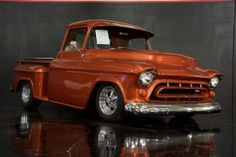 I quite am keen on this colouring scheme for this chevy truck offroad Custom Chevy Trucks, Lifted Chevy Trucks, Hot Rod Trucks, Chevrolet Trucks, Gmc Trucks, Cool Trucks, Cool Cars, Chevrolet Apache, Chevy Stepside
