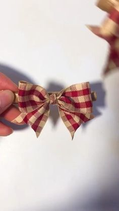 Diy Crafts For Gifts, Diy Home Crafts, Simple Crafts, Gifts For Kids, Diy Ribbon, Ribbon Bows, Ribbons, Burlap Bows, Ribbon Crafts