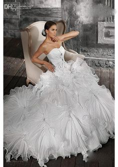13d7e4eee33b 2012 New DHgate Sexy Sweetheart Ball Gown Chapel Train Organza Ruffle  Applique Beads Wedding Dresses Online