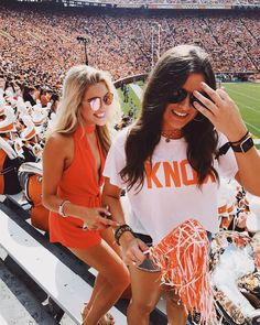 College Games, College Game Days, College Life, Bff Goals, Best Friend Goals, Only Shorts, Tailgate Outfit, Football Outfits, Gal Pal