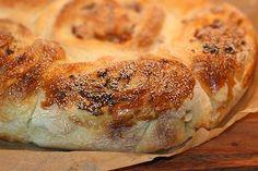 Fylld lantbröds-tårta med ost, bacon & soltorkade tomater Ost, Bacon, Pork Belly