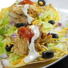 Turn leftover rotisserie chicken into kid-friendly ranch chicken tacos. Corn tortillas are filled with shredded chicken, your favorite taco fixings, and a creamy sour cream ranch dressing. Brownie Desserts, Oreo Dessert, Mini Desserts, Coconut Dessert, Chicken Ranch Tacos, Chicken Taco Recipes, Mexican Food Recipes, Ethnic Recipes, Mexican Dishes
