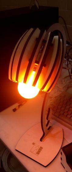 Lampada tagliata con laser cut e montata ad incastro.