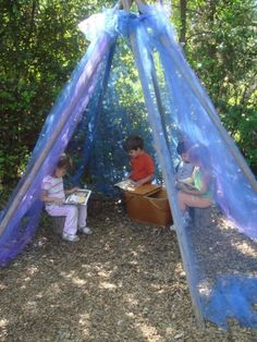 This DIY reading space is perfect for kids. Who wouldn't want an outdoor book nook?
