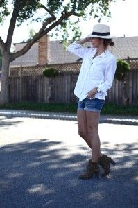classic white button up with denim cut-off shorts and . How To Wear Ankle Boots, Stylish Hats, Spring Summer Fashion, Casual Looks, Womens Fashion, Female Fashion, What To Wear, Fashion Show, Fashion Dresses
