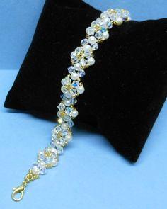 Perle und Kristall Armband Swarovski Gemacht mit Swarovski-Perlen,Kristall und japanischen Rocailles.  Perlen sind Creme. Länge 19,5 cm.