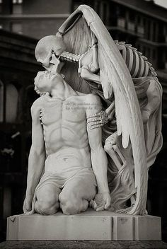 Ṧculturầ ◭ in Sublime Details The Kiss of Death, 1930 (El Petó de la Mortin Catalan and El beso de la muerte in Spanish) A winged skeleton bestows a kiss on the lips of a handsome young man. This astonishing sculpture forms part of Barcelona's Poblenou Cemetery