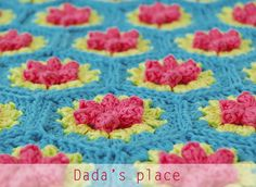 As I promised in my last post , I prepared for you the free pattern and step by step tutorial for this flowery hexagon. It's very simple ...