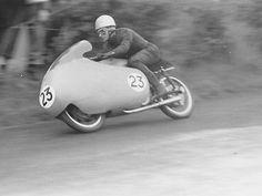 Moto-Guzzi-500-dohc-works-racer-Kavanagh-1954 -