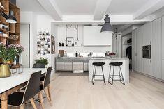 Un appartamento austero con un tocco bohemienne