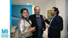 Los artistas Francisca y Manuel Muher con el Dr. Javier Hidalgo, Director Médico de Mi Medical.