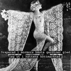 #klädd #draperad #gardin #gardiner #klänning #kjol #kvinna #dam #brud #tjej #natt #natten #kött #marknad #köttmarknad #gled #poesi #humor #ironi #kul #skoj #fånigt #löjligt #text #foto