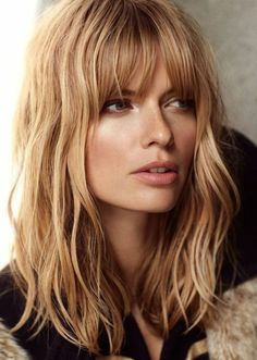 Blonde textured wavy hairstyle with bangs