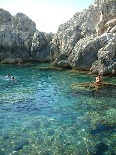 I would love to swim here!