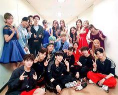 Music bank Twice x x Stray kids Stray Kids Seungmin, Felix Stray Kids, Day6, Nayeon, Fandom, K Pop, Jyp Artists, Got7, Divas