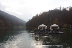 Flossfahrt, Romantische Herbsthochzeit in den Bergen von Garmisch-Partenkirchen, Vintage-Style, heiraten im Hochzeitshotel Riessersee Hotel; wedding destination abroad Bavaria, Fall mountain wedding