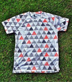 Camiseta Running triangles triangulos Hoopoe Running Apparel. #hoopoerunning #triangles #fancyshirts #runwithstyle