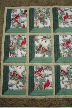 The Sence Looks Through Many Windows Many Type Of Red Birds Perched On A Tree Each Different Drawing In Each Square Quilt Colchas Quilt, Patchwork Quilt, Bird Quilt, Quilt Blocks, Christmas Quilt Patterns, Quilt Block Patterns, Christmas Quilting Projects, Easy Quilts, Small Quilts