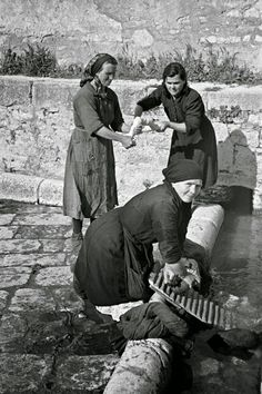 Italian Vintage Photographs ~ Campobasso, Italy in 1944 ~ Local women washing clothes in the old Roman washing place in Campobasso Supernatural Style Antique Photos, Vintage Photographs, Black White Photos, Black And White Photography, Photo Black, Old Pictures, Old Photos, Italian People, Vintage Italy