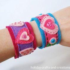 felt bracelet for Abby to make Easy Valentine Crafts, Homemade Valentines, Valentine Gifts, Holiday Crafts, Valentine Ideas, Printable Valentine, Valentine Wreath, Diy Bracelets How To Make, Homemade Bracelets