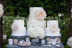 Cake trio with large blush flowers