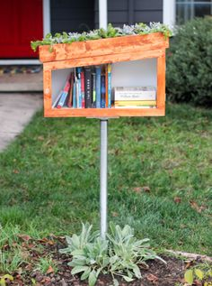 Little free libraries are popping up in neighborhoods everywhere. DIY Network has step-by-step instructions on how to build one for your front yard. Little Free Library Plans, Little Free Libraries, Little Library, Dream Library, Diy Pallet Projects, Garden Projects, Little Free Pantry, Street Library, Pallet Furniture Designs
