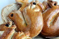 Bak zelf je Paashaantjes van brood voor Pasen. Deze paashaantjes van brood zijn erg lekker, maar ook goed stevig om op een Palmpasenstok te steken.