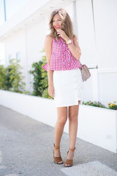 VICHY – Mi Aventura Con La Moda. Red vichy sleeveless blouse+white skirt+brown ankle strap heeled sandals+beige shoulder bag with ethnic print. Summer outfit 2016