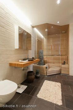 The glass wall in bathroom saunas creates the feeling of bigger space. Harvia Kivi heater catches your eye on this one. Saunas, Sauna Steam Room, Sauna Room, Bathroom Spa, Master Bathroom, Mini Sauna, Sauna Shower, Sauna Design, Modern Pools