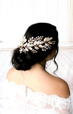 Simply Beautiful Vintage Style Crystal /& Pearl Bridal Antique Gold Hair Comb.