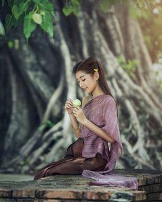 Beautiful Thai girl in Thai traditional costume.  .  Nikon D810  70.0-200.0 mm f/2.8  195mm/ƒ/2.8/1/250s/ISO 110