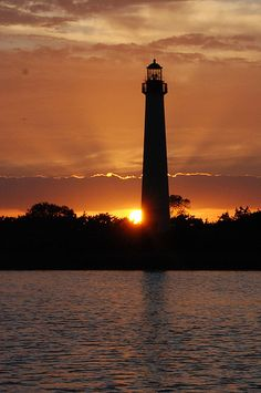 Cape May, NJ Lighthouse (by jeffloomis1)