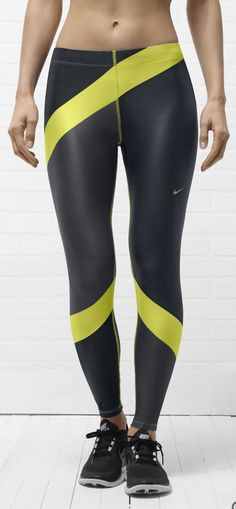 The body hugging Engineered Print Women's Tights battle sweat. #gear #running #nike