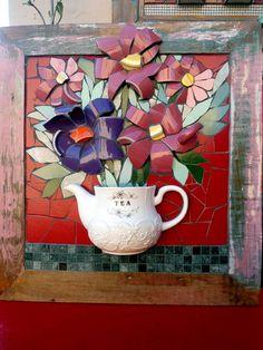 quadro de mosaico com flores de louças em madeira de demolição R$ 450,00