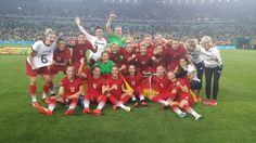 Erstmals Olympiasieger: 20 Jahre nach Aufnahme von Frauenfußball ins olympische Programm haben die DFB-Frauen den Olymp erklommen. Im Finale gegen Schweden musste nur am Ende gezittert werden.  Die deutschen Fußballfrauen sind zum ersten Mal Olympiasieger. Im Finale am Freitagabend gegen Außenseiter Schweden siegte das Team der scheidenden Bundestrainerin Silvia Neid 2:1 (0:0).  @DFB_Frauen via Twitter