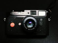 Pictures of this beautiful little Leica lens that has been sold with the Leica CL in the seventies. One of the smallest lenses Leica has ever made.