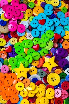 Party of rainbow buttons. Happy Colors, True Colors, All The Colors, Vibrant Colors, Colorful, Taste The Rainbow, Over The Rainbow, Button Art, Button Crafts