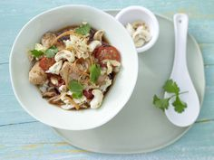 Hähnchenfilet mit Chinakohl - aus dem Wok - smarter - Kalorien: 318 Kcal - Zeit: 30 Min.   eatsmarter.de