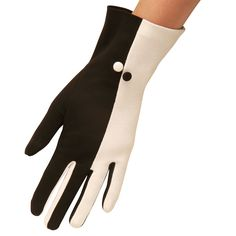 Two tone elegance in a neat short cotton glove with contrasting fourchettes and button. This is a stylish and clever glove. Black Gloves, Leather Gloves, Gloves Fashion, Fashion Accessories, Camilla, Caroline Reboux, Cotton Gloves, Vintage Gloves, Hand Warmers