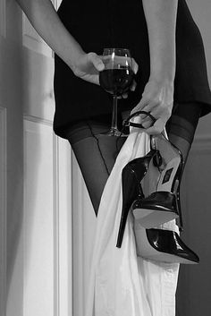 Boudoir Woman holding her high heels and a glass of wine. Boudoir Photos, Boudoir Photography, Art Photography Women, Wine Photography, Frauen In High Heels, Art Of Seduction, Woman Wine, Black N White, Black And White Photography