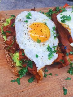 Bacon Avocado and Tomato Toast- An elevated and luxurious Avocado toast with bacon, tomatoes, and a fried egg. The perfect breakfast and brunch sandwich. Avocado Breakfast, Bacon Breakfast, Breakfast Time, Perfect Breakfast, Breakfast Sandwiches, Avocado Toast With Egg, Tomato Breakfast, Avocado Dessert, Avocado Fries
