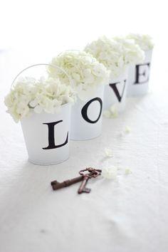 22 Eye-Catching & Inexpensive DIY Wedding Centerpieces - thegoodstuff