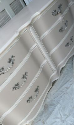50 incredible two-tone furniture design ideas - Dekoration Ideen 2019 Two Tone Furniture, Paint Furniture, Furniture Projects, Furniture Makeover, Furniture Stores, Bedroom Furniture, Furniture Online, Cheap Furniture, Furniture Outlet
