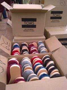 Delivering TOMS shoes   Blake Mycoskie: Speaker at C2-MTL 2013 / Conférencier à C2-MTL 2013