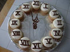 Cupcakes like a clock idea