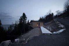 http://www.journal-du-design.fr/architecture/chalet-panorama-a-saint-simeon-au-quebec-par-casa-architecture-78239/