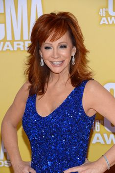 Reba McEntire Medium Layered Cut - Reba's famous red hair is extra-layered to get country volume. Medium Layered, Layered Cuts, Layered Hair, 2015 Hairstyles, Cute Hairstyles, Hairstyle Ideas, Medium Hair Styles, Long Hair Styles, Hair Medium