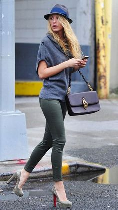 #skinny green pants + grey #sweater. I love this outfit, perfect for a shopping day!