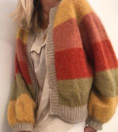 - Bricolage et Artisanat Sorbet, Pretty Outfits, Cute Outfits, Knit Cardigan Pattern, Crochet Coat, Knit Fashion, Knit Jacket, Knitted Blankets, Diy Clothes